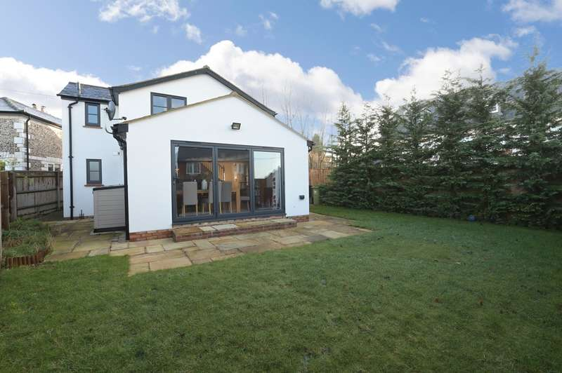 3 Bedrooms Detached House for sale in Wycombe Road, Princes Risborough, HP27