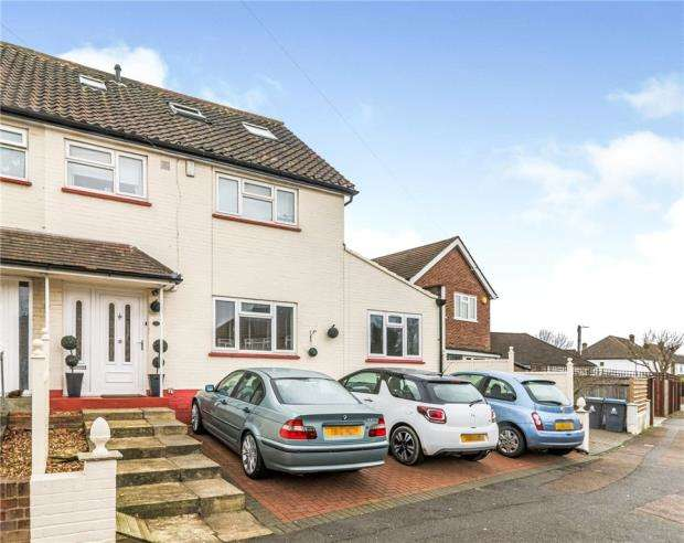 5 Bedrooms Semi Detached House for sale in Cox Lane, Chessington