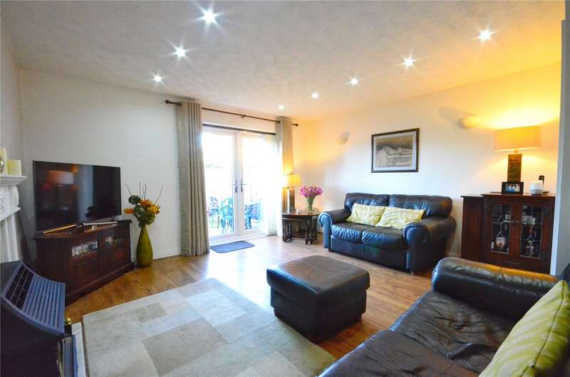 3 Bedrooms Semi Detached House for sale in Oldham Road, Shaw, Oldham, Greater Manchester, OL2