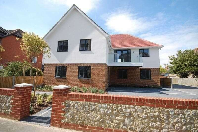 2 Bedrooms Flat for sale in Porters View, South Road, Hythe
