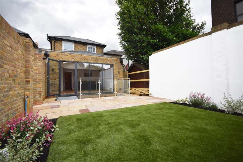 4 Bedrooms Detached House for sale in Richmond Road, Twickenham