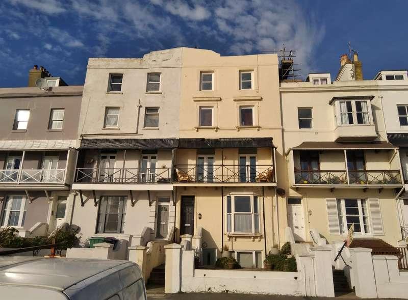 2 Bedrooms Flat for sale in The Esplanade, Sandgate, Folkestone, Kent, CT20 3DY