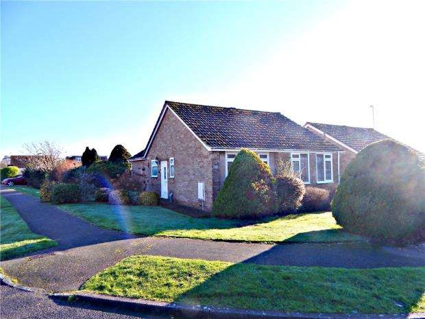 2 Bedrooms Detached Bungalow for sale in Springfield Close, Westham, Pevensey