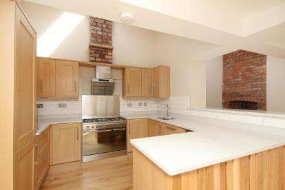 2 Bedrooms Bungalow for sale in Broomspring Lane, Sheffield, South Yorkshire