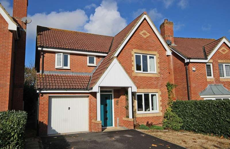 4 Bedrooms Detached House for sale in Danesbury Meadows, Ashley, New Milton, Hampshire, BH25