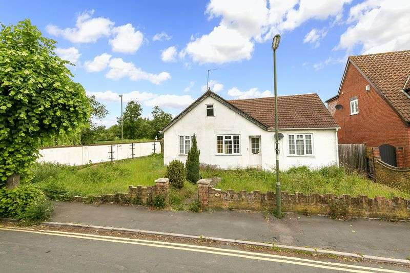3 Bedrooms Property for sale in Timsway, Staines-Upon-Thames