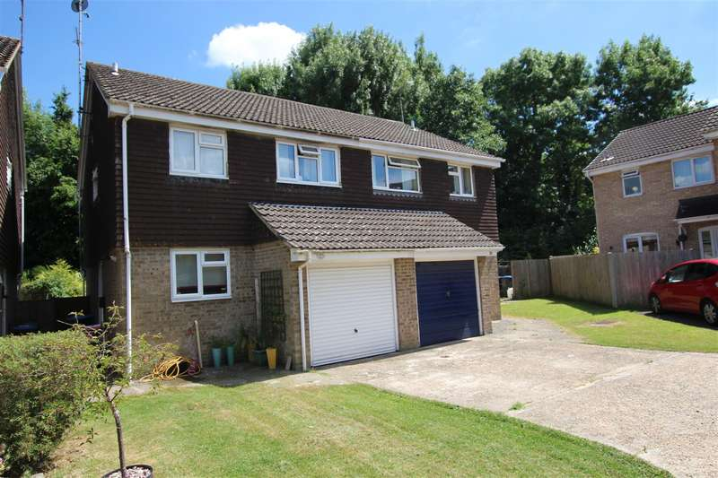 3 Bedrooms Semi Detached House for rent in Longhurst, Burgess Hill