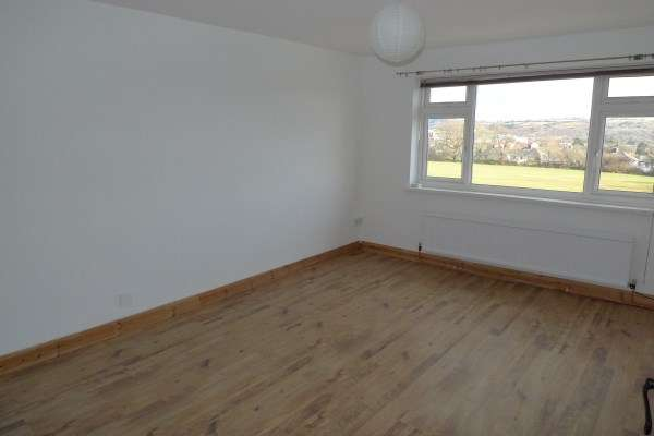2 Bedrooms Property for rent in Anglesey Court, Newport
