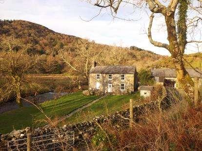 3 Bedrooms Detached House for sale in Cwm Pennant, Garndolbenmaen, Gwynedd, LL51
