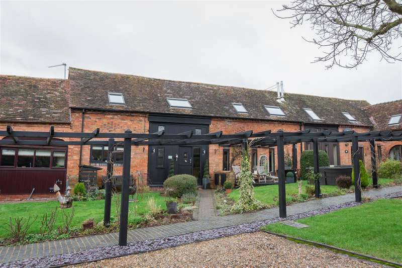 4 Bedrooms Barn Conversion Character Property for sale in Chapel House, Feckenham Road, Hunt End, Redditch