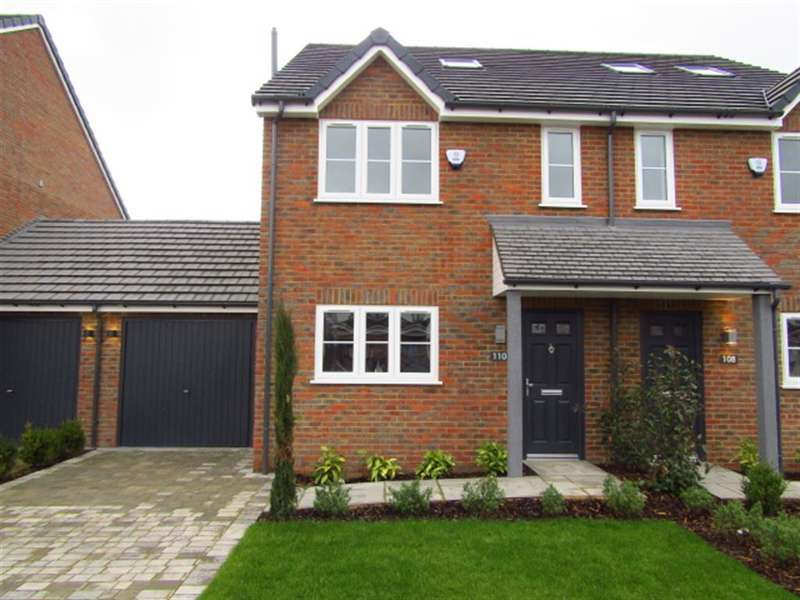 4 Bedrooms Semi Detached House for sale in Grasmere Avenue , Slough, Berkshire, SL2 5HY