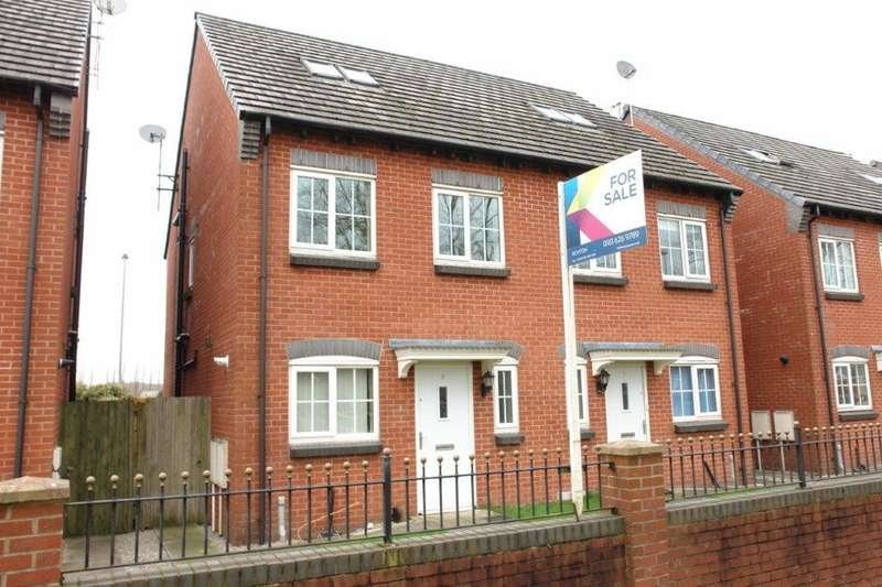 3 Bedrooms Semi Detached House for sale in Baldwins Close, Royton