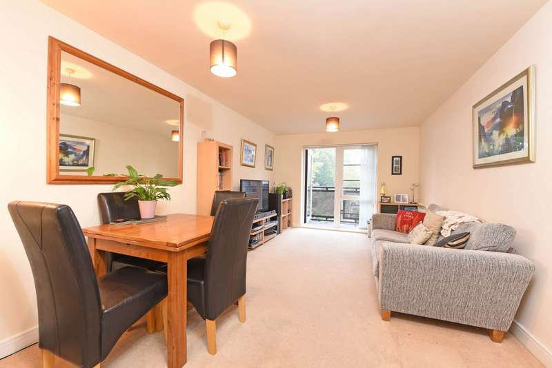 1 Bedroom Apartment Flat for sale in Wallis Square, Farnborough, GU14