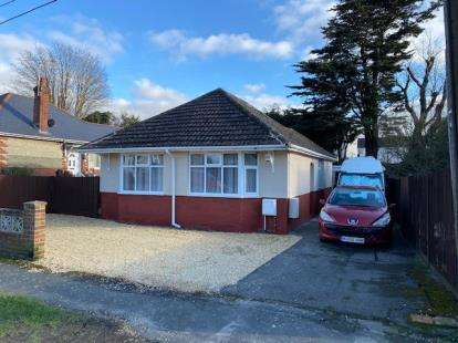 2 Bedrooms Bungalow for sale in Thornhill, Southampton, Hampshire