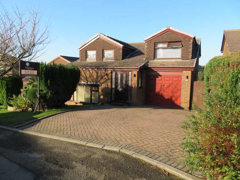 4 Bedrooms Detached House for sale in Castlemere Drive, Shaw