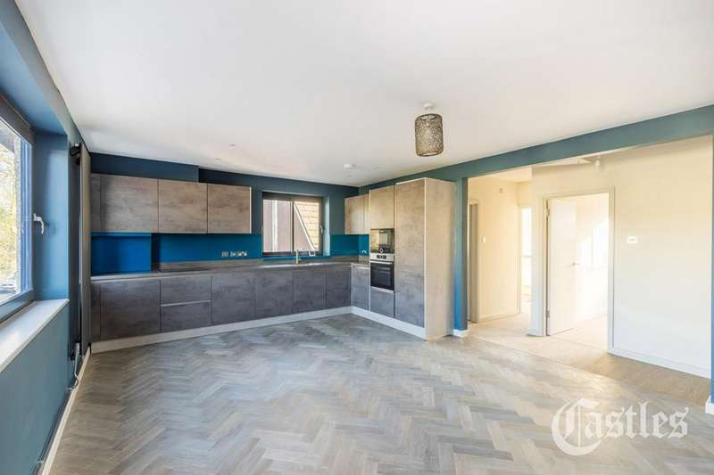 2 Bedrooms Flat for sale in Middle Lane, Crouch End, London, N8