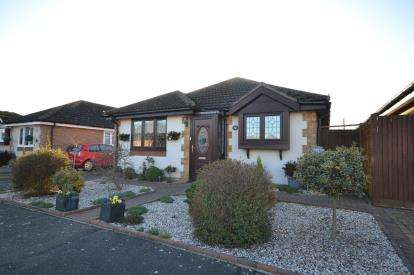 3 Bedrooms Bungalow for sale in St Lawrence, Essex, .