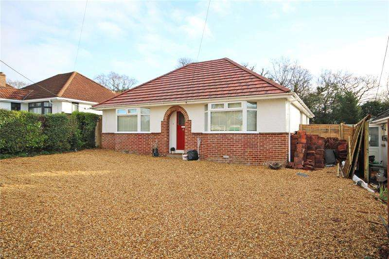 4 Bedrooms Bungalow for sale in Oakwood Avenue, New Milton, Hampshire, BH25