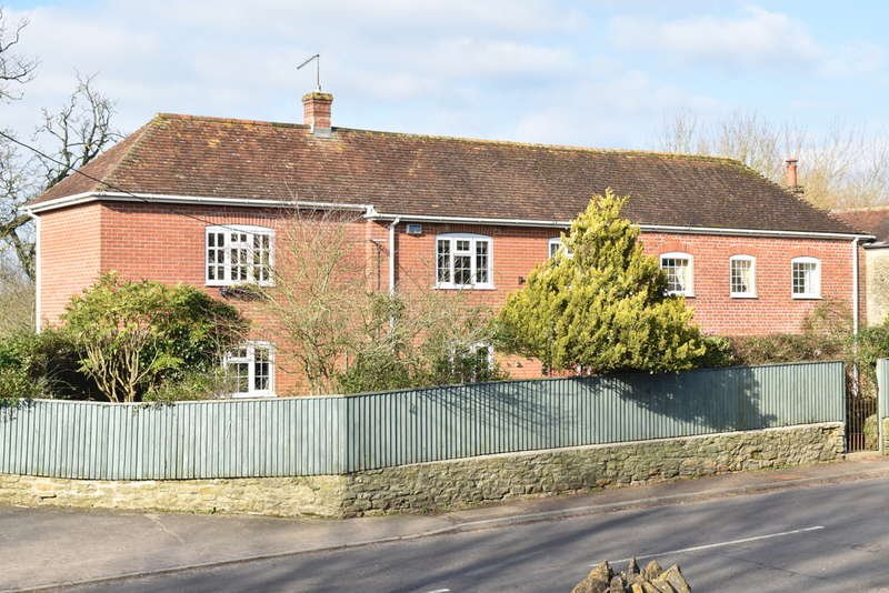 3 Bedrooms Semi Detached House for sale in Bayford, Somerset BA9
