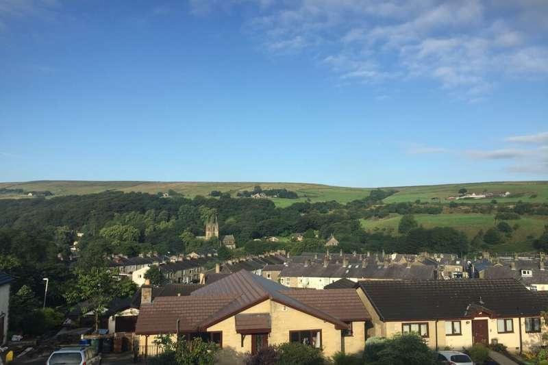 3 Bedrooms Semi Detached House for sale in Saunders Close, Rossendale, BB4