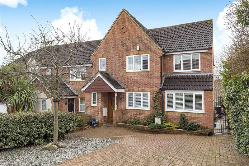 4 Bedrooms Semi Detached House for sale in Thellusson Way, Rickmansworth, Hertfordshire, WD3