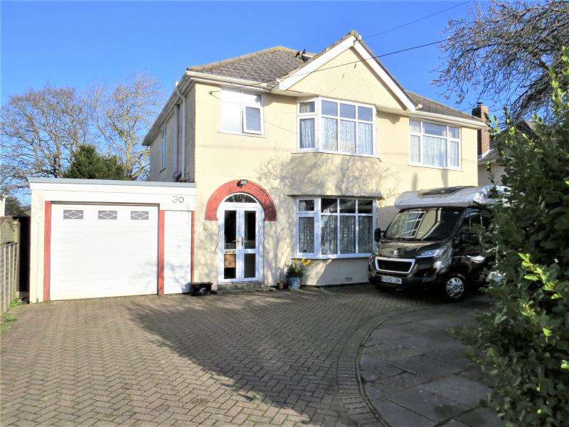 4 Bedrooms Detached House for sale in Large Character Home