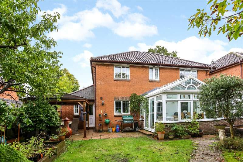 4 Bedrooms Detached House for sale in Gally Hill Road, Church Crookham, Fleet, GU52