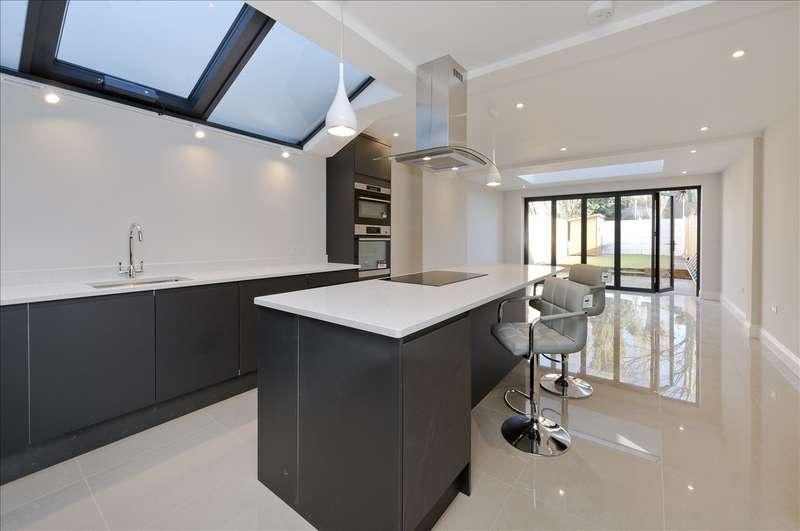 4 Bedrooms Terraced House for sale in Stronsa Road, Shepherd's Bush W12
