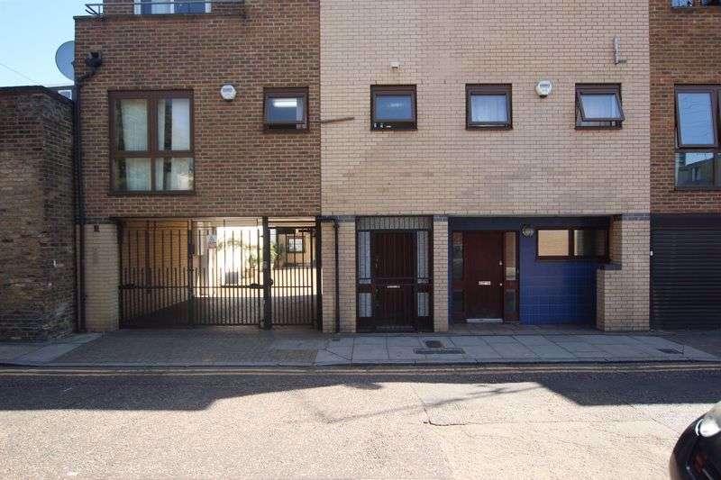 4 Bedrooms Property for sale in Follett Street, London