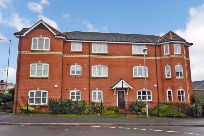 2 Bedrooms Property for sale in Chorley Place, Horwich, BL6. 2 DOUBLE BEDS (POTENTIAL FOR 3 BEDS), TOP FLOOR, GATED CAR PARKING, NO CHAIN