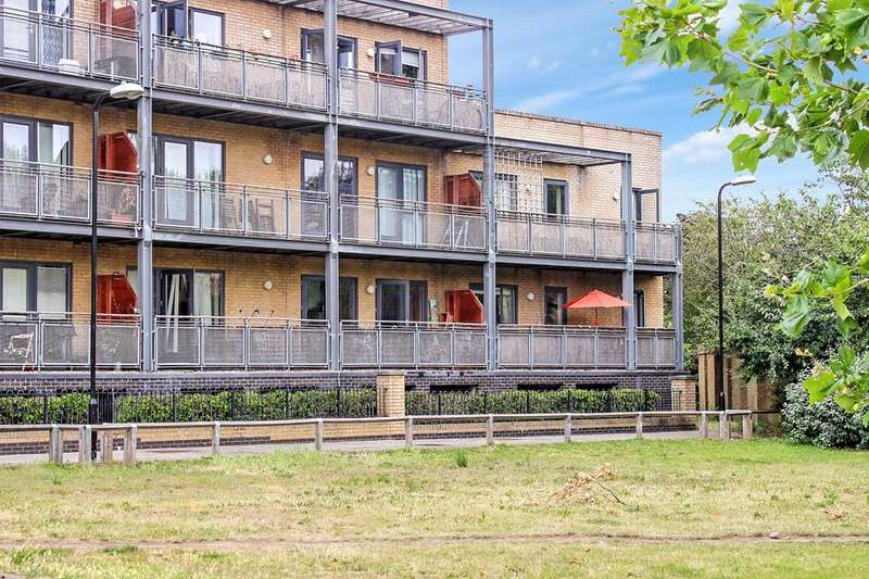 2 Bedrooms Flat for sale in Walnut Court Woodmill Road, London, E5