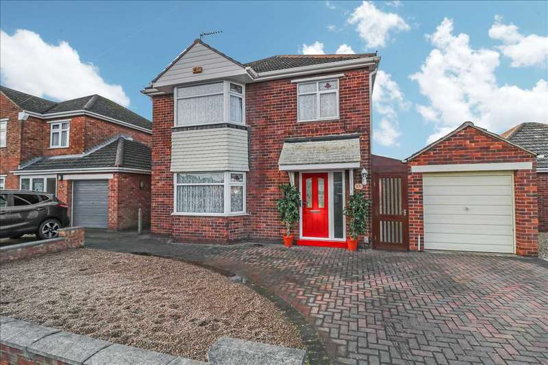 3 Bedrooms Detached House for sale in Beverley Grove, North Hykeham, Lincoln