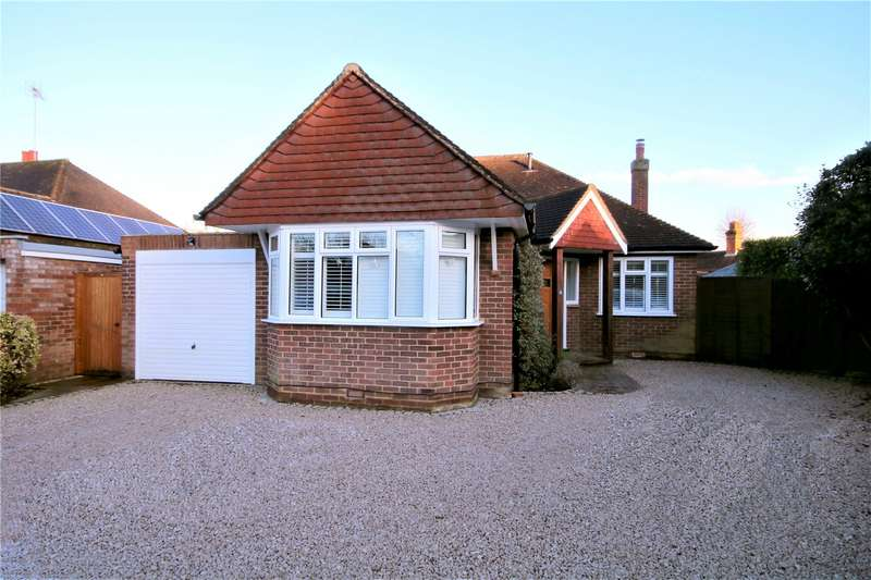 4 Bedrooms Detached Bungalow for sale in Foxhills Close, Ottershaw, Chertsey, Surrey, KT16