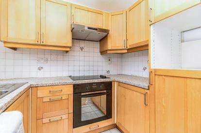3 Bedrooms Flat for sale in Stretford Road, Hulme, Manchester, Greater Manchester