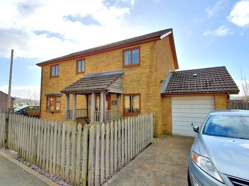 4 Bedrooms Detached House for sale in Mount Road, Risca, Newport, NP11