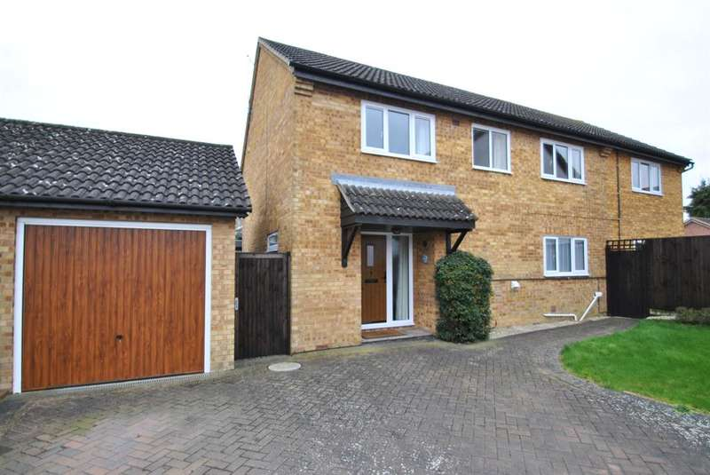 5 Bedrooms Detached House for sale in Chequers Close, Buntingford, Hertfordshire, SG9 9TB