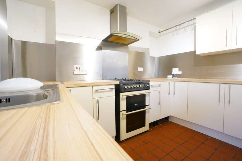 2 Bedrooms Semi Detached House for sale in Hill Street, Abercarn, Newport, NP11