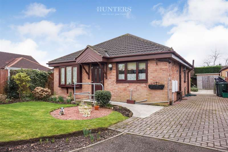 2 Bedrooms Detached Bungalow for sale in Stonegate Close, Blaxton, Doncaster, DN9 3BJ