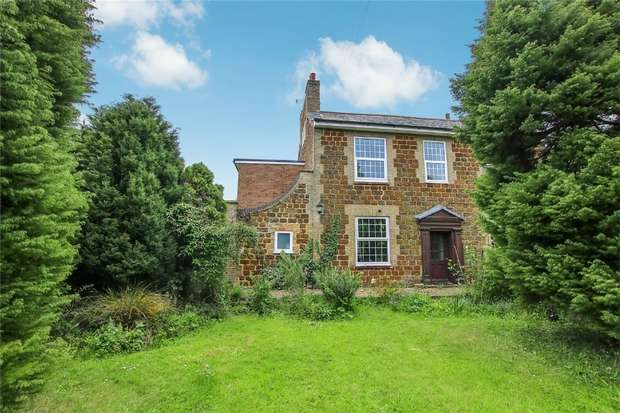 3 Bedrooms Semi Detached House for sale in North Runcton