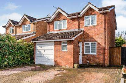 4 Bedrooms Detached House for sale in Courtlands Close, Watford, Hertfordshire, .