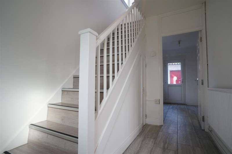 3 Bedrooms Semi Detached House for sale in Deer Leap Grove, London