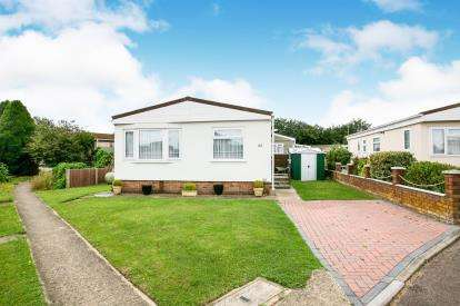 2 Bedrooms Mobile Home for sale in Three Star Park, Bedford Road, Lower Stondon, Beds