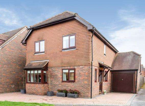 4 Bedrooms Detached House for sale in Odiham, Hook, Hampshire
