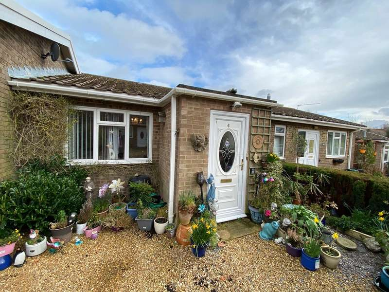 2 Bedrooms Terraced Bungalow for sale in Ashey Road, Ryde