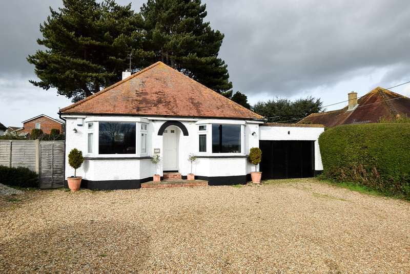 3 Bedrooms Detached Bungalow for sale in Broomfield Road, Herne Bay