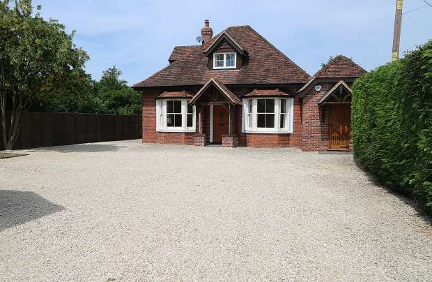 5 Bedrooms Detached House for sale in Beech Lane, Reading, Oxfordshire, RG8 0PX