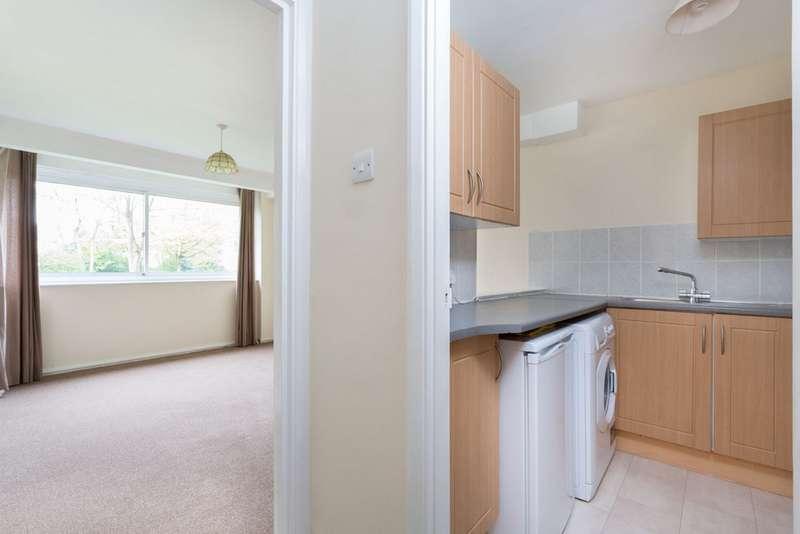 1 Bedroom Property for sale in Queenswood Gardens, Aldersbrook E11