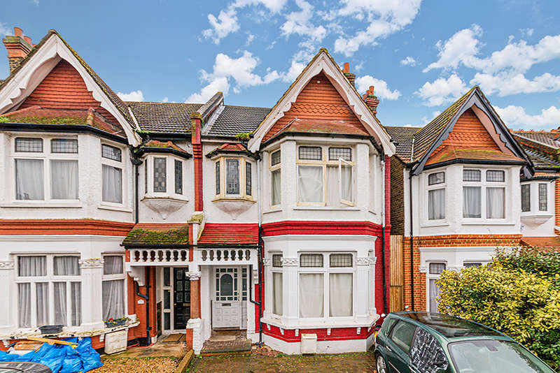 5 Bedrooms Semi Detached House for sale in Baldry Gardens, Streatham, SW16 3DL