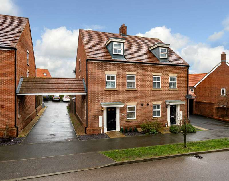 3 Bedrooms Semi Detached House for sale in OVER 1300 SQ FT, Garage & Parking, CLOSE TO STATION