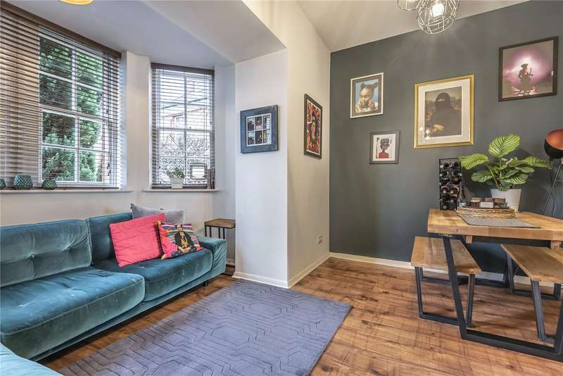 2 Bedrooms Flat for sale in Fothergill Drive, Winchmore Hill, London, N21